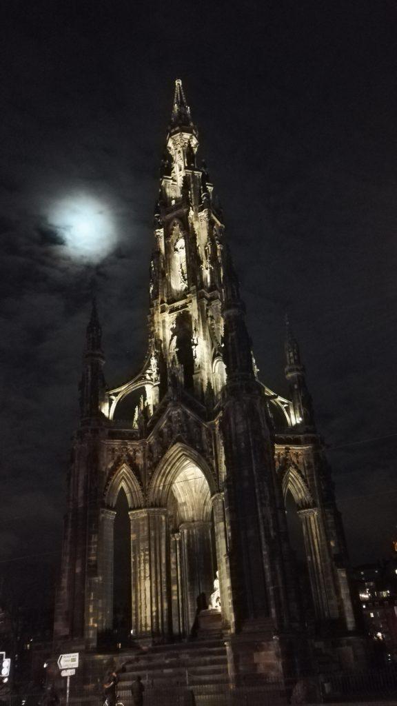 Scott Monument bei Nacht